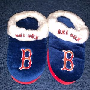 Shoes - Large women's Boston house slippers